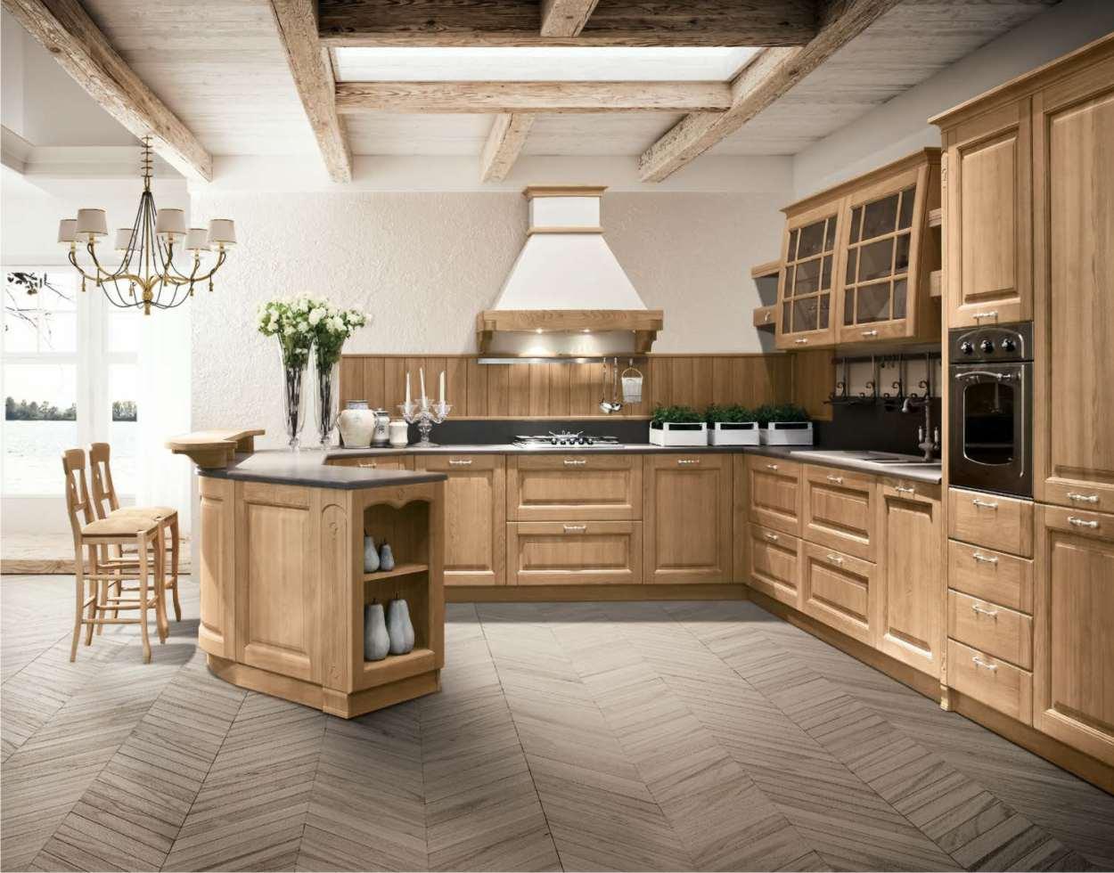 cucina in legno con penisola
